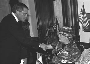 Lieutenant Governor David Dewhurst talks with a veteran